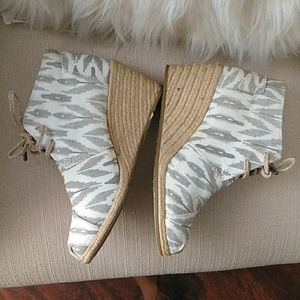 Toms lace up wedge size 9